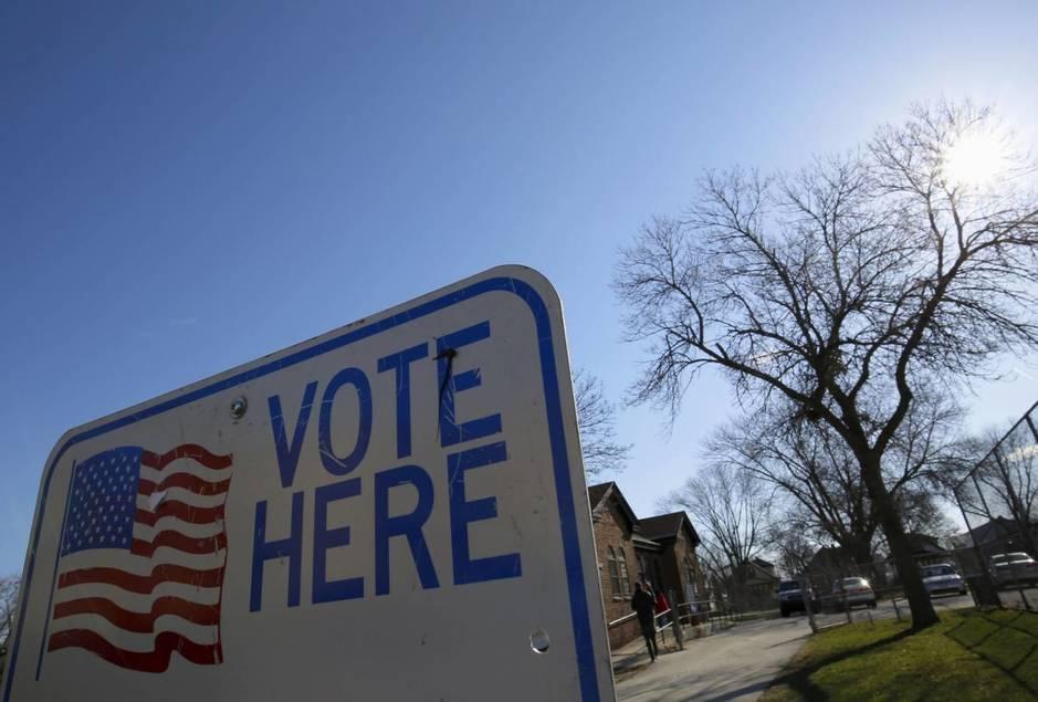 Wisconsin voting center April 2016 (Reuters)